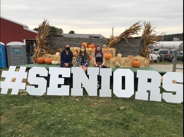 Seniors Take on Fall Fest